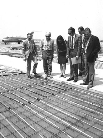 Erich Hartmann - Hartmann (right), in 1972 as a consultant during construction of the snowmelt system at Zurich Airport.