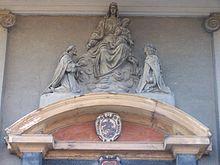 Il frontone del portale della chiesa di San Giorgio a Bernate Ticino