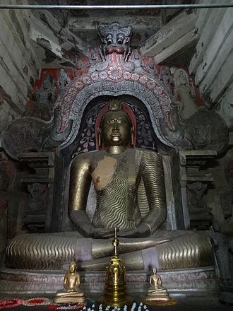 Gadaladeniya Vihara - Image: Gadaladeniya Viharaya 37