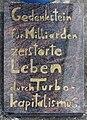 Gedenkstein Warschauer Str 48 (Friedh) Turbo-Kapitalismus.jpg