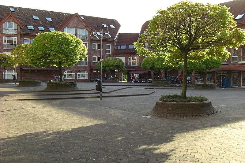 File:Geschäftszentrum auf der Lieth - Innenhof - panoramio.jpg