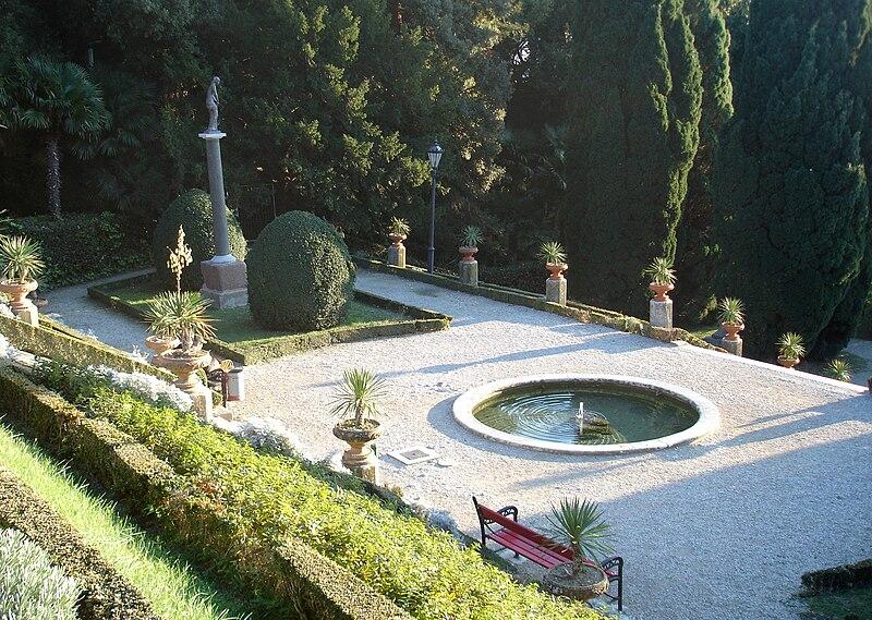 http://upload.wikimedia.org/wikipedia/commons/thumb/7/7d/Giardinetto_Miramare.jpg/800px-Giardinetto_Miramare.jpg