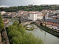 Gironella des de la plaça de la Vil·la amb el pont Vell i la Residència Sant Roc.jpg