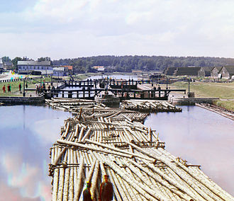 Raft - Lumber rafts on the Peter I Canal. Early 20th-century picture by S. Prokudin-Gorsky