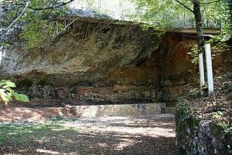 La Ferrassie - Image: Grand abri de la Ferrassie Savignac de Miremont 20090924