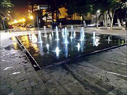 Fontana con giochi d'acqua nella piazza Kursaal