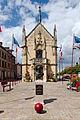 Hôtel de ville de Breteuil-sur-Iton avec le buste de Jacques Laffite.jpg