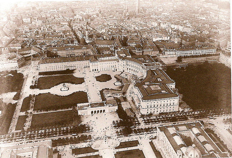 Súbor:Heldenplatz Luftaufnahme 1900.jpg