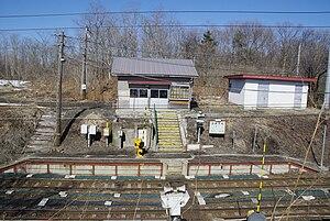 Himekawa Station (Hokkaido) - Himekawa Station platforms and structure in March 2009