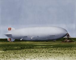 Hindenburg at lakehurst colorized Colorized ver. CIVIS TURDETANI / U.S. Department of the Navy. Bureau of Aeronautics. Naval Aircraft Factory, Philadelphia, Pennsylvania (USA)., Public domain, via Wikimedia Commons