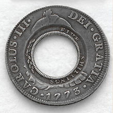 holey dollar 2013 (una proof dedicada a emuliano) 220px-Holey_dollar_coinage_NSW_1813_a128577_02