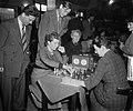 Hoogovenschaaktoernooi dames Fenny Heemskerk, R. Bruce, Donner, Bouwmeester, Bestanddeelnr 905-4837.jpg