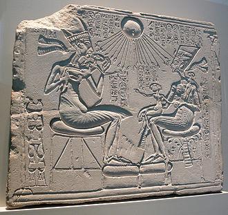 Akhenaton et sa famille vivifiés par les rayons d'Aton