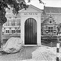 Houten poortje met brug aan straatzijde - Amersfoort - 20009638 - RCE.jpg
