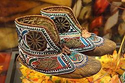 Huron moccasins, c. 1880 - Bata Shoe Museum - DSC00641.JPG