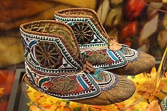 Wyandot people - Image: Huron moccasins, c. 1880 Bata Shoe Museum DSC00641