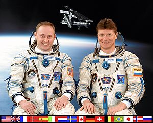 Expedition 9 - Image: ISS Expedition 9 crew