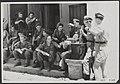 In het Madioense arriveerden aflossingstroepen uit Nederland. Op hun toegewezen , Bestanddeelnr 069-0509.jpg