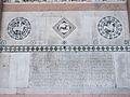 Inscripció a la façana de la catedral de Lucca.JPG