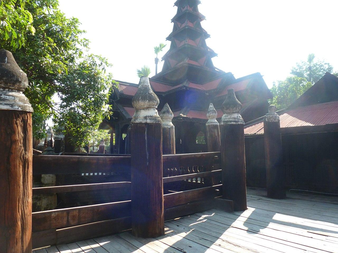 Inwa -- Bagaya Monastery, front.JPG