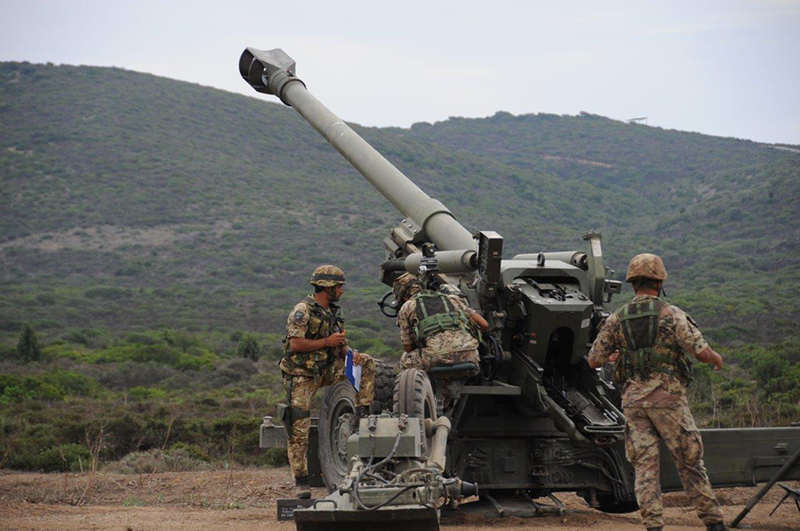 Italian Army FH70 howitzer