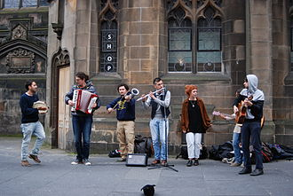 Music of Italy - Italian folk musicians performing in Edinburgh