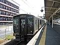 JR 817 V011 at Ijūin Station.jpg