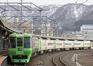 Hakuchō (train) - A JR Hokkaido 785-300 series two-car EMU and 789 series six-car EMU combination on a Super Hakuchō service in March 2016