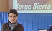 Jorge Sierra frontal con cartel.JPG