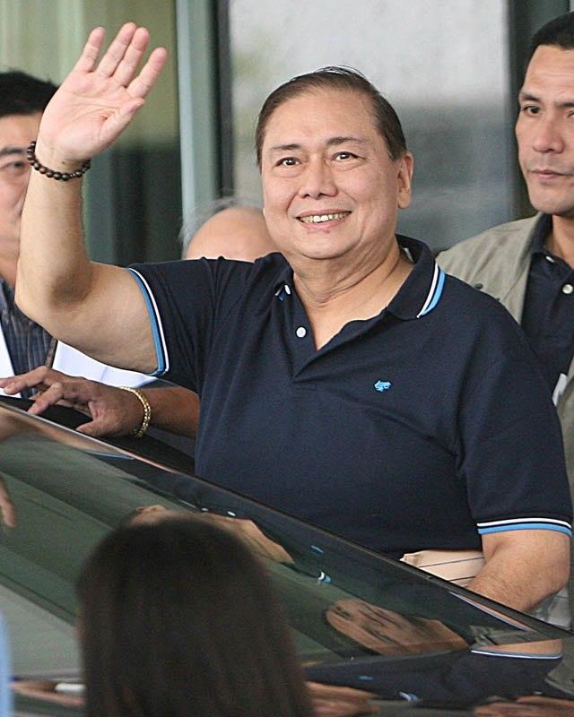 Jose Miguel Arroyo departing St. Luke%27s Medical Center (cropped)