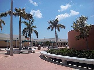 Jupiter Community High School - Image: Jupiter High School Courtyard, 2012