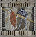 Kapel, een van de veertien kruiswegstaties, statie 5- Simon van Cyrene helpt Jezus het kruis dragen - Rosmalen - 20332334 - RCE.jpg