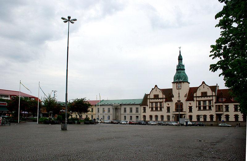 http://upload.wikimedia.org/wikipedia/commons/thumb/7/7d/Karlshamntorg1.jpg/800px-Karlshamntorg1.jpg