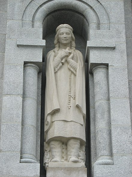 Statue of Kateri Tekakwitha by Joseph-Emile Brunet at the Basilica of Sainte-Anne-de-Beaupre, near Quebec City. Kateri Tekakwitha au Quebec.JPG