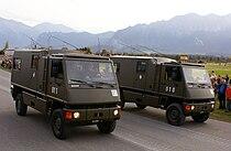 Kdo DURO M2+M1 o. 2xM2+ - Schweizer Armee - Steel Parade 2006.jpg