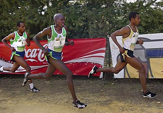 Kenenisa Bekele - Kenenisa leading the way at the 2007 Cross de Itálica.