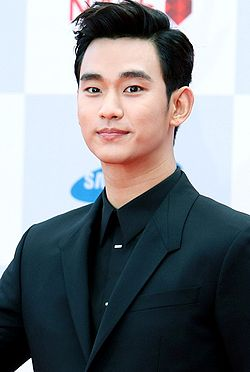 Kim Soo-hyun at the Seoul Drama Awards, 4 September 2014 01.JPG