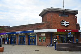 Kingston railway station (28263286283).jpg