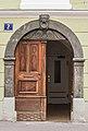 Klagenfurt 8.-Mai-Strasse 2 Rundbogenportal mit Loewenkopf 23072016 3924.jpg