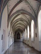 Klasztor cystersów, krużganki.jpg