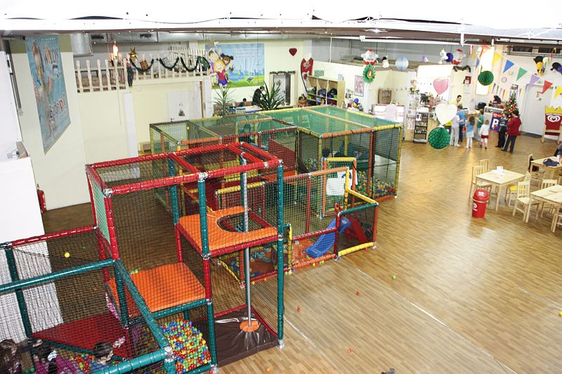 File:Kletterlabyrinth Indoorplayground.jpg
