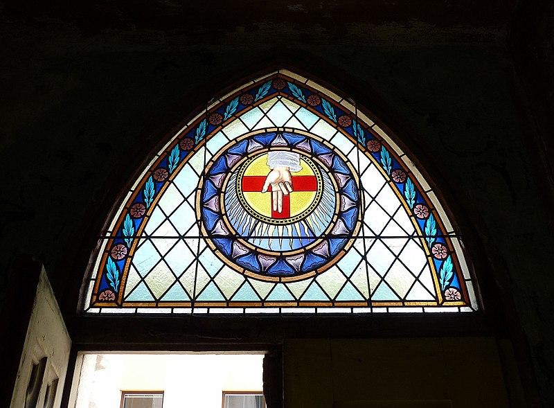 File:Kostel sv. Rodiny (ČB) 16, vitráž.jpg