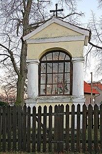 Krchleby - výklenková kaple Panny Marie.jpg