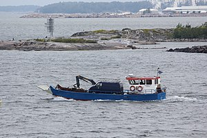 Kuljetusvene Jaakko Särkänsalmessa.JPG