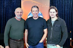 Tim Allen - Allen, with co-stars Hector Elizondo and Christoph Sanders, on the set of Last Man Standing