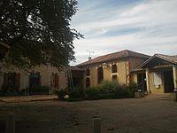 Lourties-Monbrun - Place de la mairie.jpg