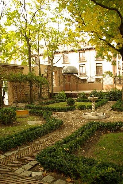 File:MADRID A.V.U. JARDIN PRINCIPE ANGLONA VISITA COMENTADA - panoramio (5).jpg