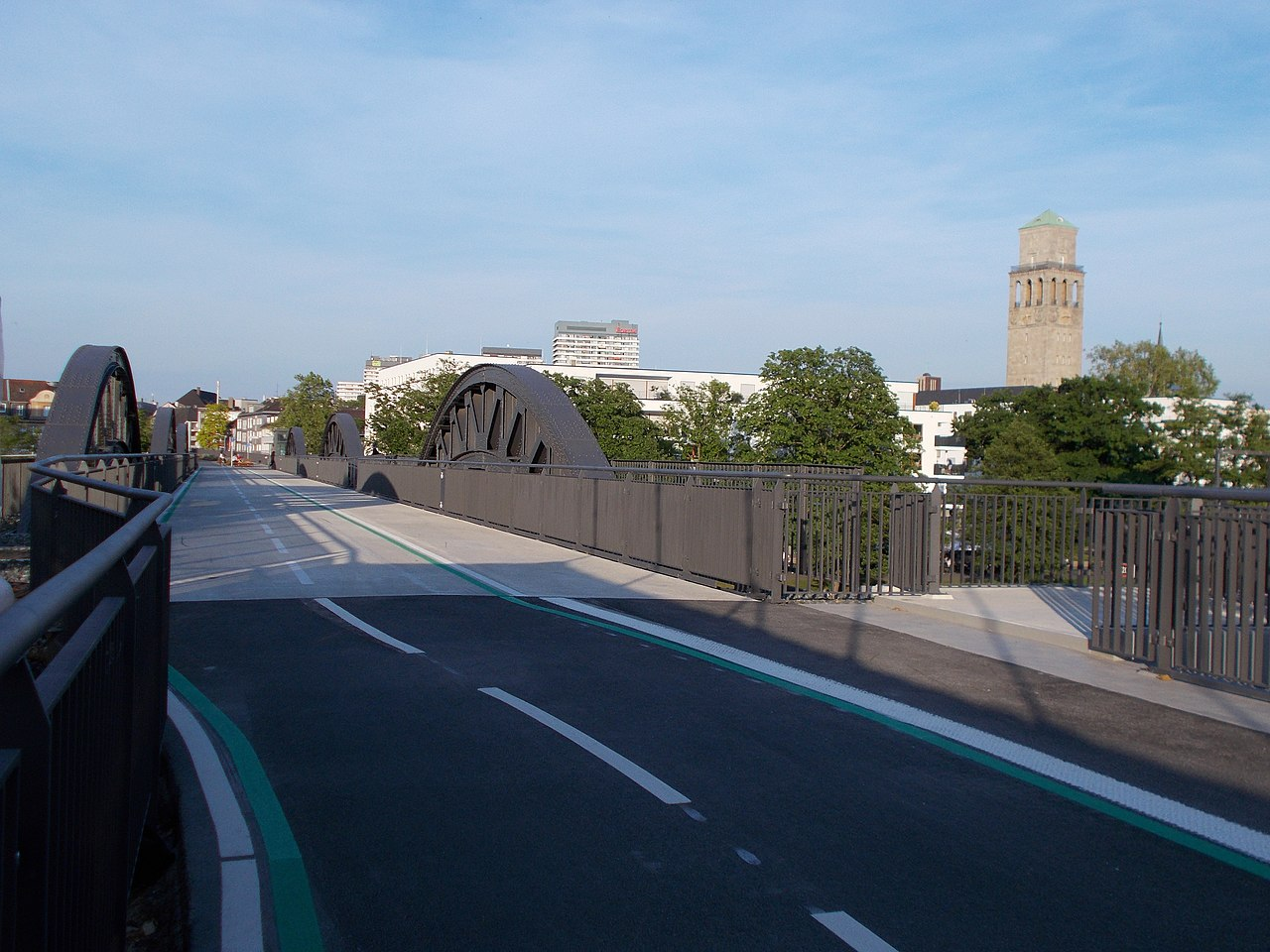 MH-Radschnellweg RS1 Bahnbrücke.jpg