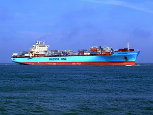Maersk Greenock p7 approaching Port of Rotterdam, Holland 08-Apr-2007.jpg