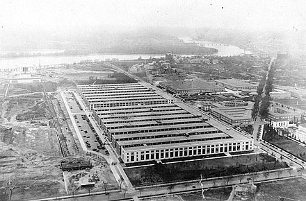 The Main Navy and Munitions Building site, with the Munitions buildings behind the Navy building Main Navy Building and Munitions Building on the Washington National Mall, 1918.jpg